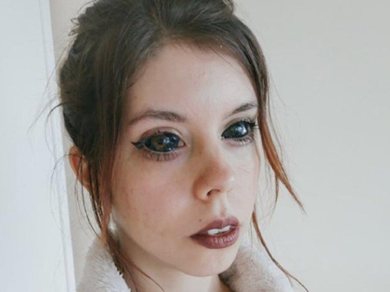 Una modelo polaca se queda ciega con 25 años tras tatuarse el blanco de los ojos