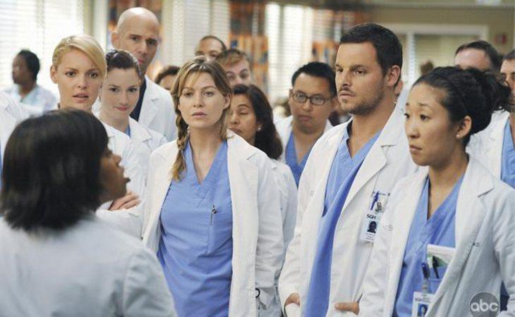 Alex y sus compañeros residentes en los inicios de 'Anatomía de Grey'