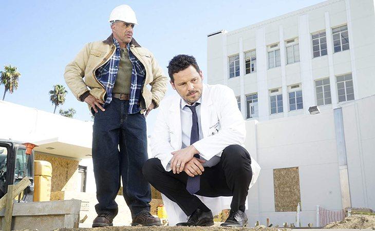 Karev dirigiendo el Pac-North en 'Anatomía de Grey'