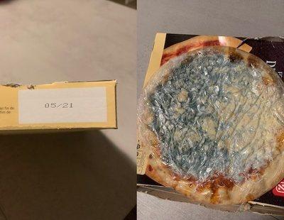 Compra una pizza de DIA con caducidad en 2021 y aparece llena de hongos