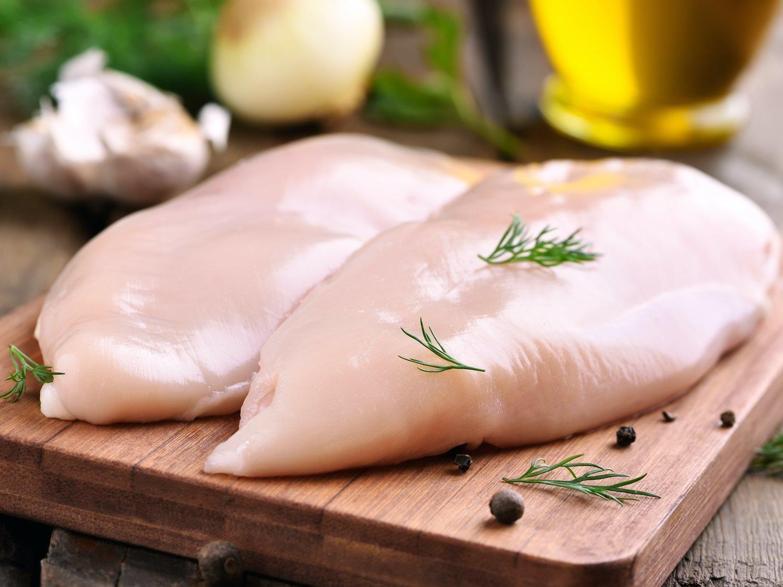 Los 5 mejores filetes de pollo envasados del supermercado, según la OCU