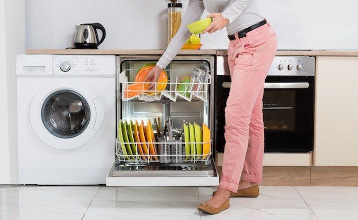 Tendremos que lavar con agua fría y llenar al máximo el lavavajillas