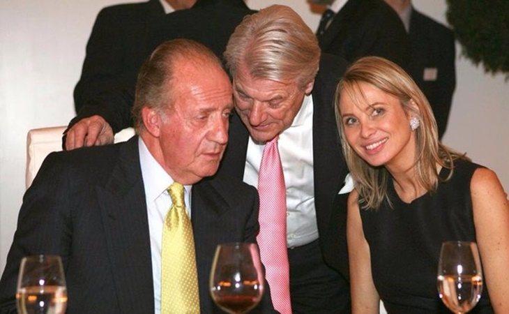 Corinna Larsen y don Juan Carlos durante una cena