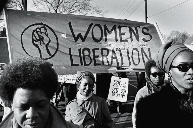 Las calles se llenaron de mujeres que reivindicando sus derechos
