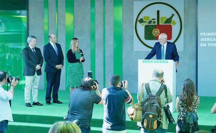 Juan Roig durante la presentación del primer supermercado Mercadona en Portugal