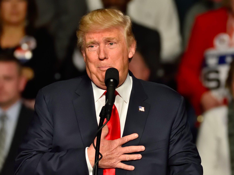 Trump teme en privado que los periodistas intenten infectarlo a propósito en el Air Force One