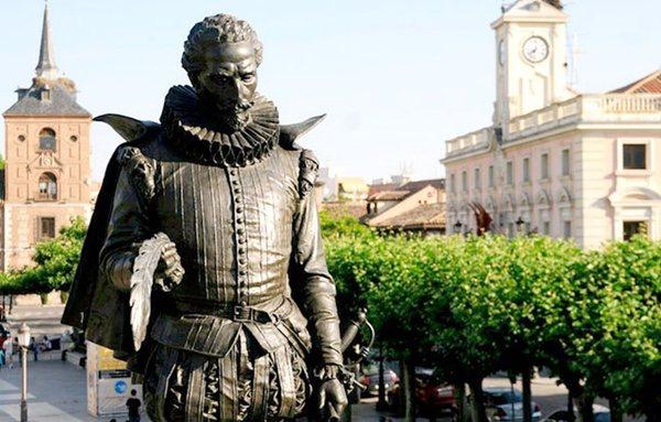 Estatua de Cervantes en su localidad natal, Alcalá de Henares | Ayuntamiento de Alcalá