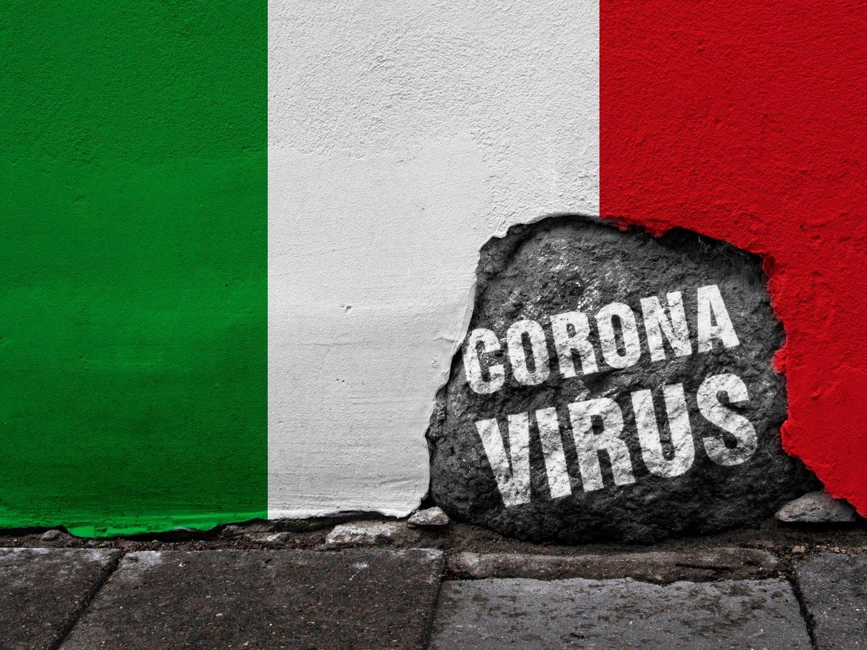 El desgarrador vídeo de un italiano en cuarentena con su hermana muerta por coronavirus