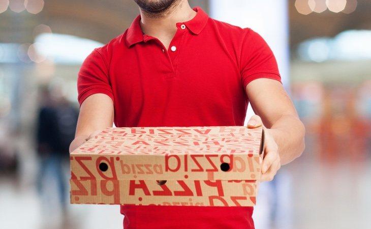 La restauración a domicilio ayuda a personas con problemas para cocinar en su vivienda y sirve como sostén para una de las principales industrias de España: hay protocolos para sus empleados