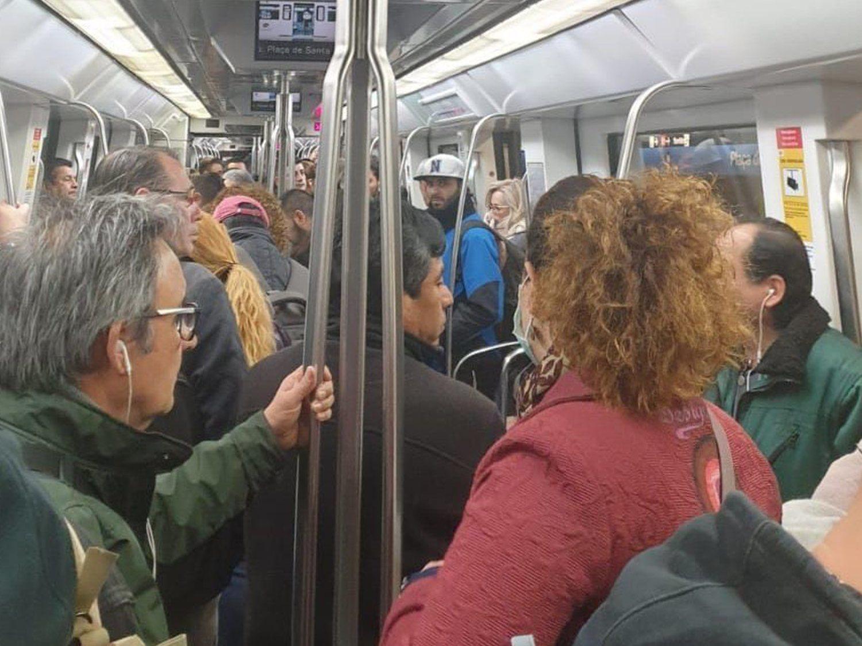 Aglomeraciones en Atocha, Cercanías y Metro de Madrid para ir a trabajar pese al coronavirus
