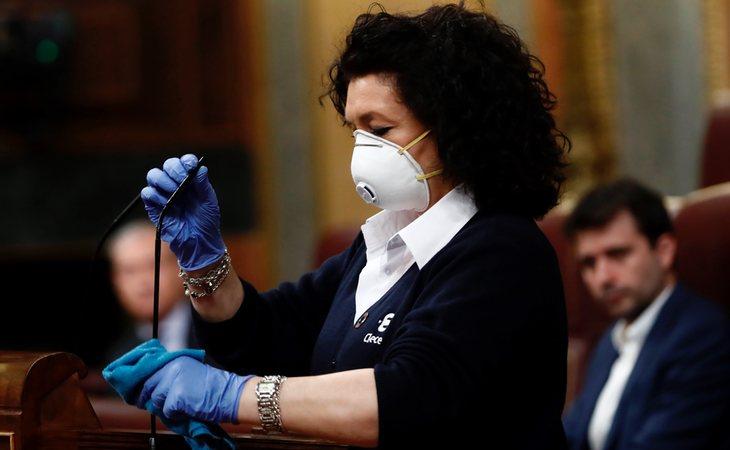 Valentina, empleada del Congreso que ha limpiado a conciencia la Tribuna