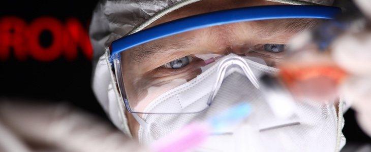 Algunas mencionan que el coronavirus fue creado deliberadamente en un laboratorio científico