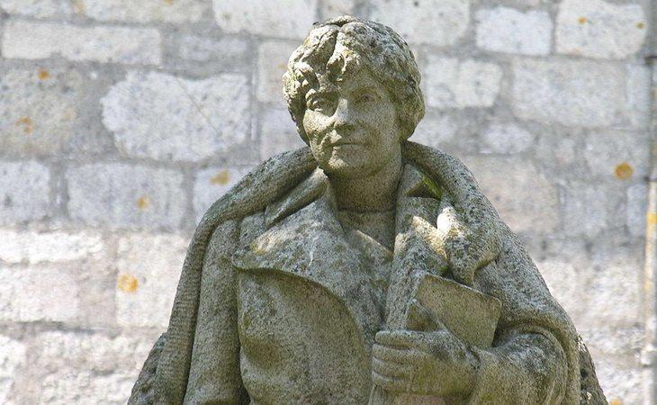 Estatua de Rosalía de Castro en la localidad gallega de Padrón