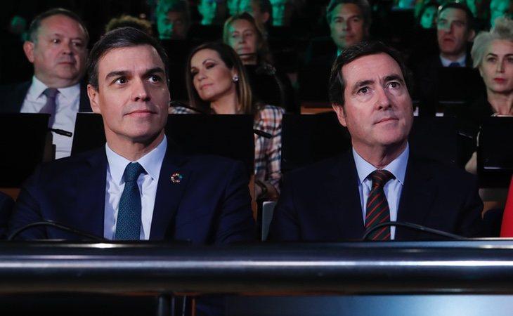 El presidente de la CEOE, Antonio Garamendi, junto al presidente del Gobierno, Pedro Sánchez