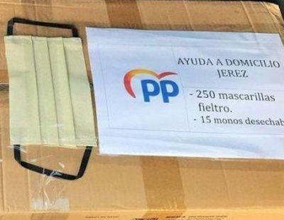 El PP reparte mascarillas con su logotipo que no están homologadas