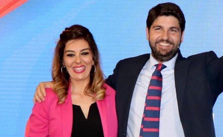 La concejala Silvia Ruiz Serna, durante un acto del PP de Murcia junto al presidente de la región, Fernando López Miras
