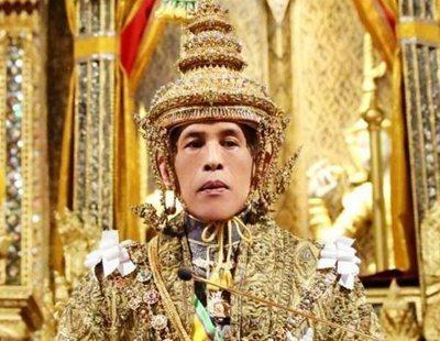 Críticas al rey de Tailandia por pasar la cuarentena con 20 concubinas en un hotel de lujo