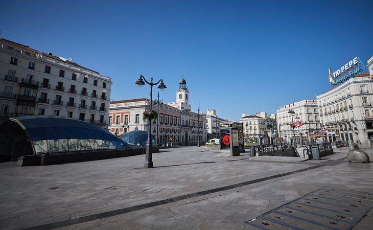 La Puerta del Sol de Madrid, vacía ante el confinamiento por el estado de alarma