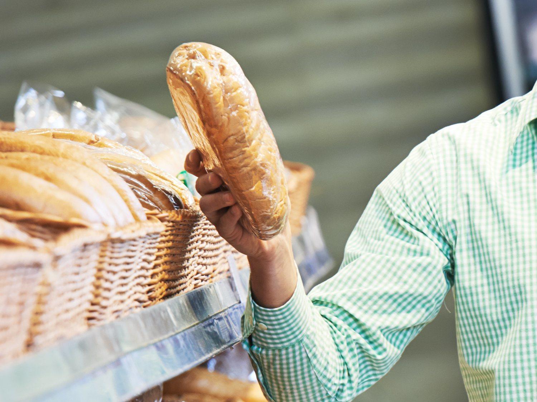 Multado un hombre de Guadalajara por ir a comprar pan a Madrid