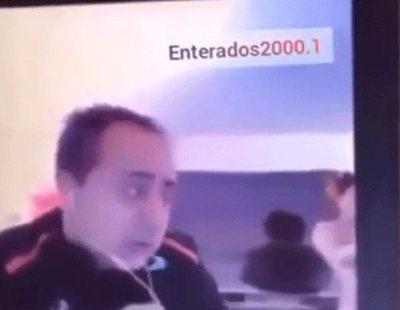 Un profesor da clases virtuales mientras su pareja pasea desnuda y sus alumnos lo viralizan