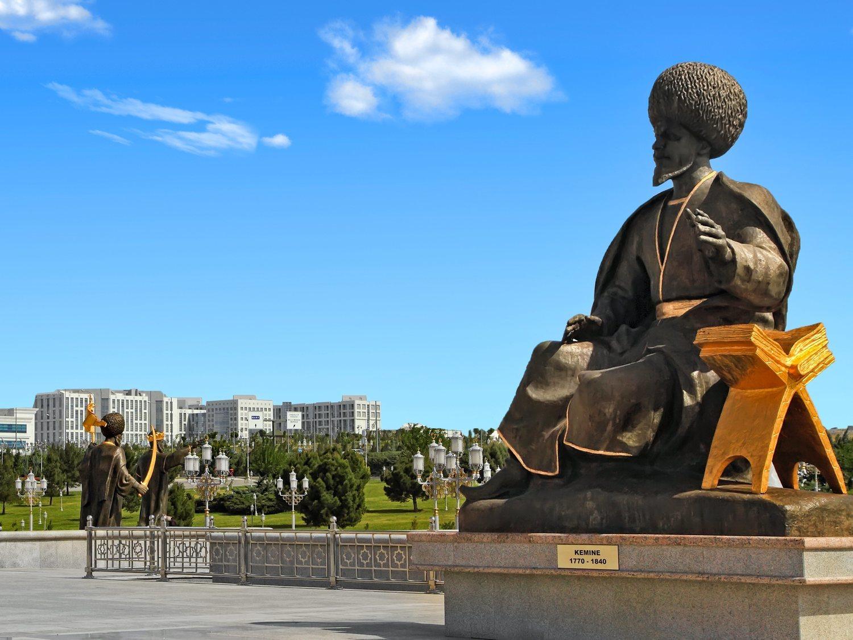 Turkmenistán detiene a quienes mencionan el coronavirus o utilizan mascarillas en la calle