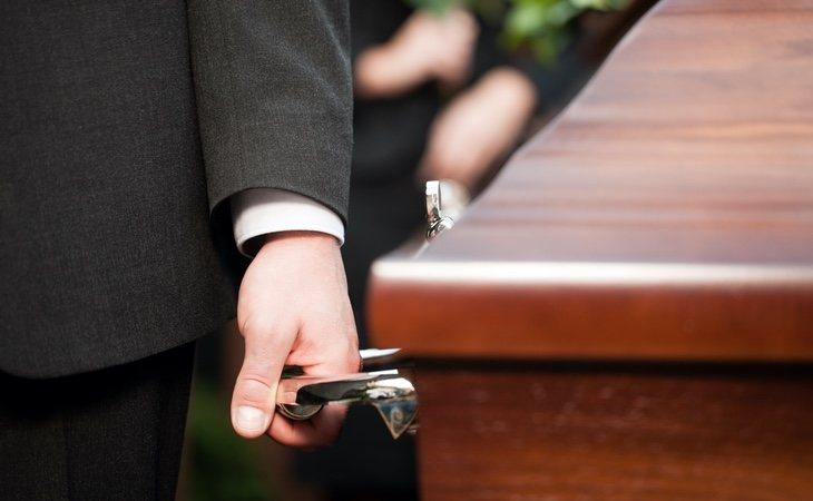 El Ayuntamiento propone enterrar durante dos años y posteriormente exhumar los cuerpos ante la saturación de los crematorios