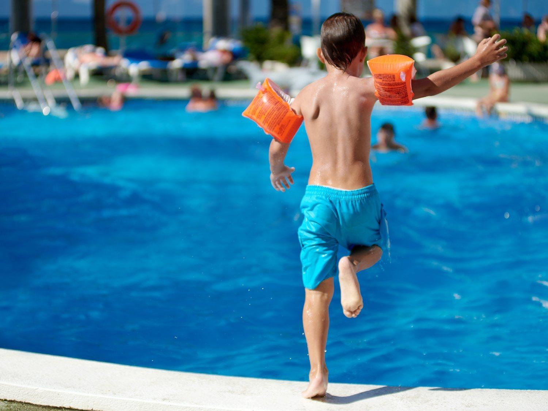 ¿Este verano van a abrir las piscinas? ¿Podremos disfrutar de unas vacaciones en la playa?