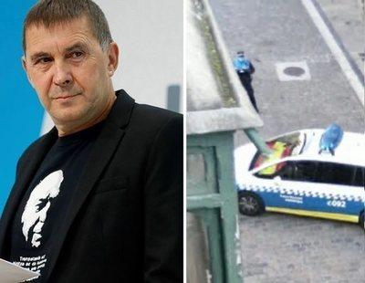 Bildu amenaza a dos policías de Pamplona por llevar una bandera de España en el coche