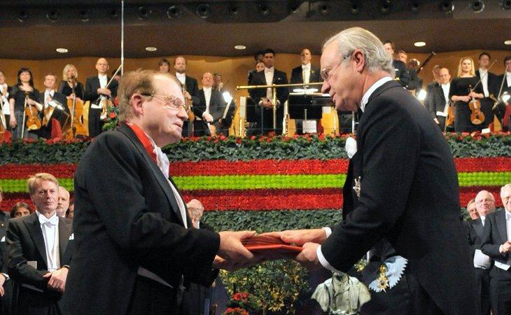 Montagnier, en el momento en el que recibió el Premio Nobel de Medicina