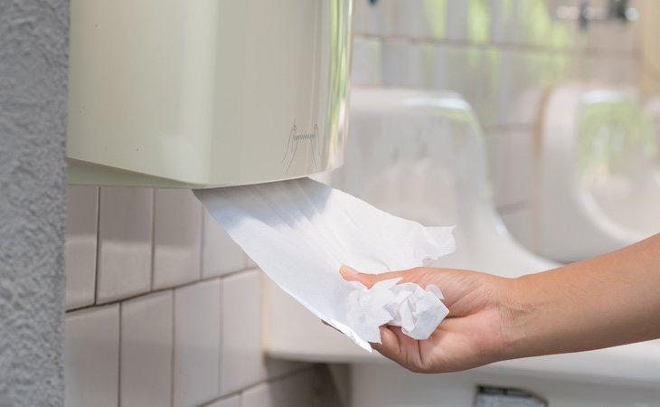Los expertos recomiendan sustituir el secador por toallitas desechables