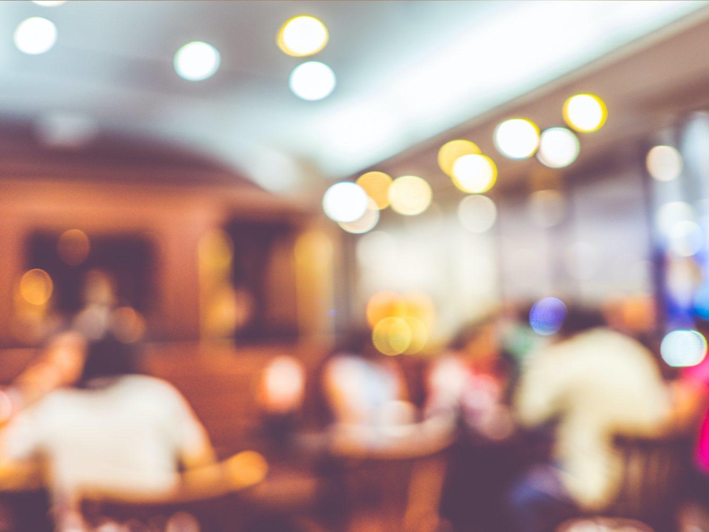 Cubículos de cristal como los de las oficinas: así podría ser la reapertura de los restaurantes
