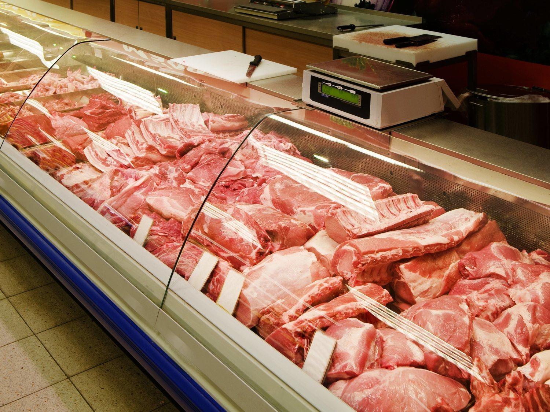 La historia real del 'pollo zombie' que camina sin cabeza por el mostrador de una carnicería