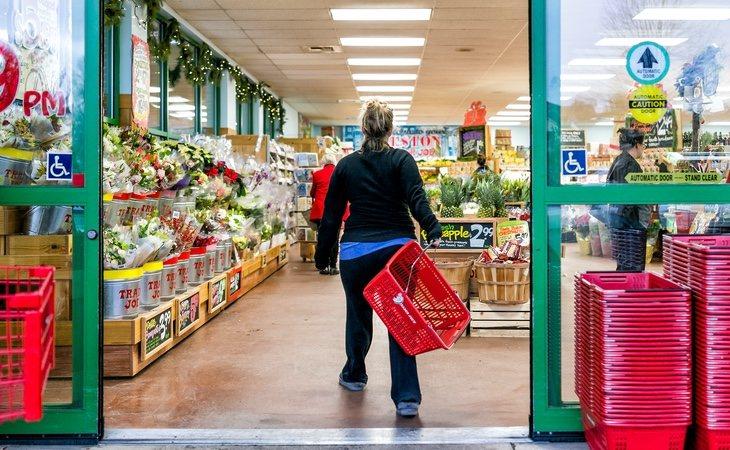 El hombre intentó acceder a un supermercado acompañado de otra persona, algo que impide el actual decreto del estado de alarma