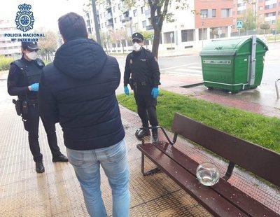 Multan a un hombre en Logroño por sacar a 'pasear' a sus peces como mascota en una pecera