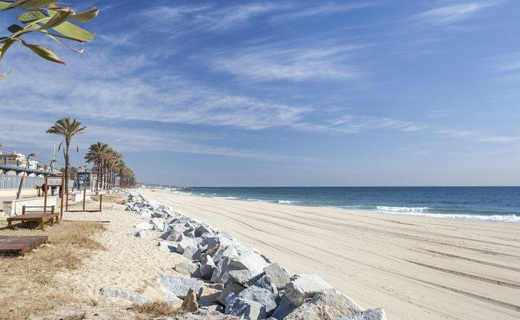 Varios vecinos aseguran que le han visto paseando junto a su esposa por la playa de Vilassar