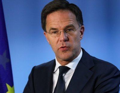 """El primer ministro de Países Bajos sonríe y aprueba cuando le gritan: """"¡No le des dinero a los españoles!"""""""
