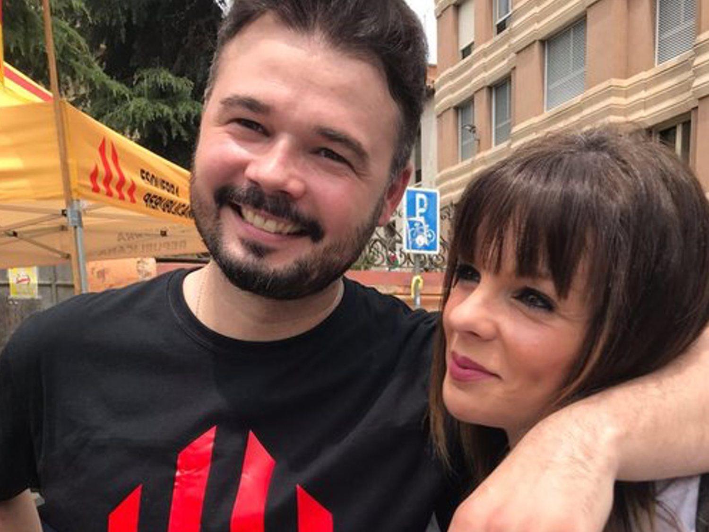 La ex de Gabriel Rufián adopta un galgo español y le llama Rufi