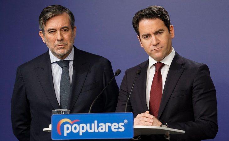 Enrique López (izq) propuso la medida, que posteriormente fue abrazada por el Gobierno y contra la que ahora carga el PP