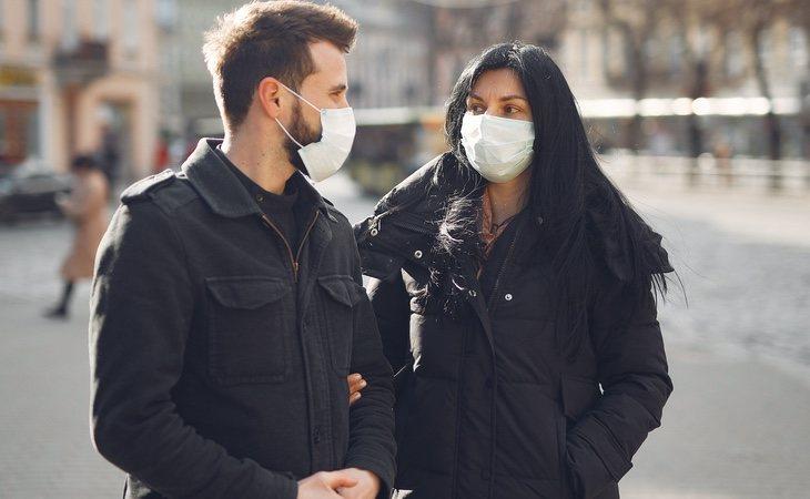 Los científicos ya han encontrado el motivo por el que el coronavirus afecta con mayor virulencia a hombres que mujeres
