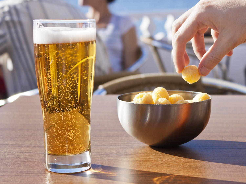 24 euros por seis cervezas: indignación por lo que le han cobrado en una terraza