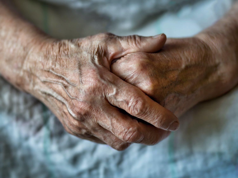 """La patronal de Valladolid lamenta tener en cuenta a los ancianos en la desescalada: """"No son productivos"""""""