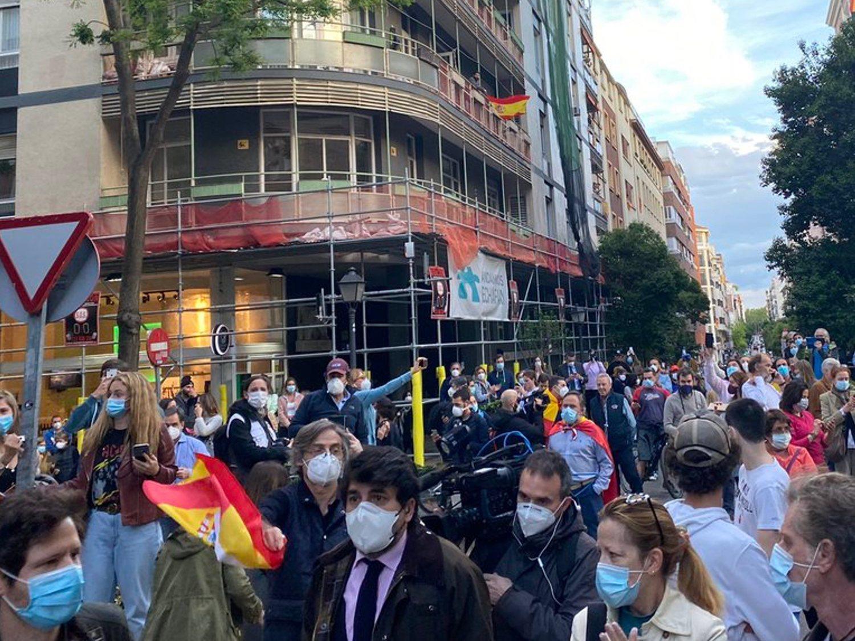 """Una manifestante del barrio de Salamanca: """"Nos hacen creer que hay un virus, no he visto féretros"""""""