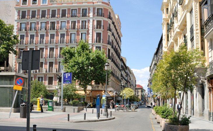 El edificio en la calle Barquillo, esquina plaza del Rey, donde residía Albert Rivera