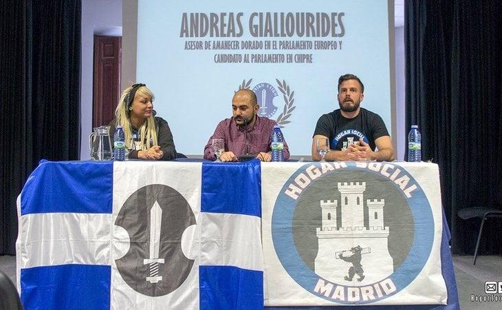 Javier Villamor (dcha) en una rueda de prensa organizada por Hogar Social