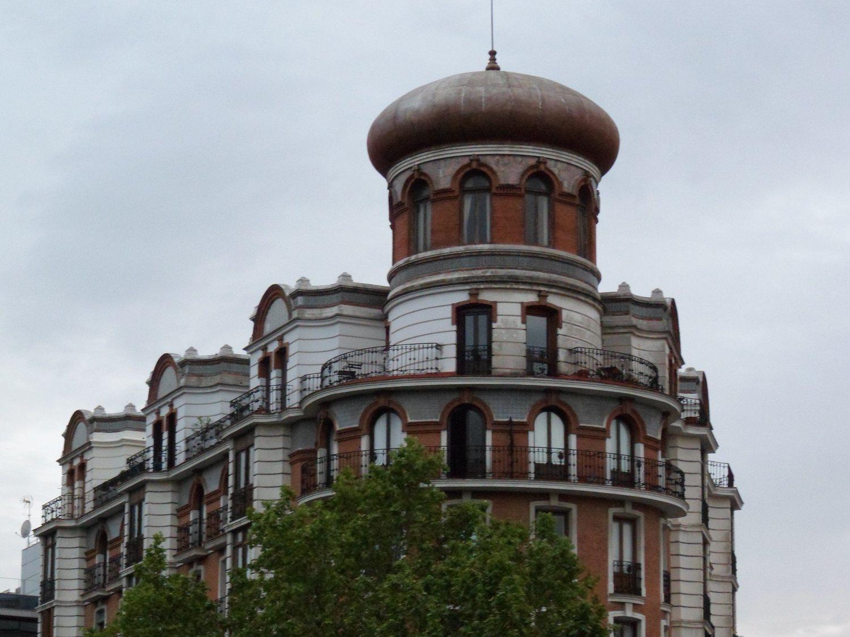 Se derrumba la cúpula de un edificio de Madrid