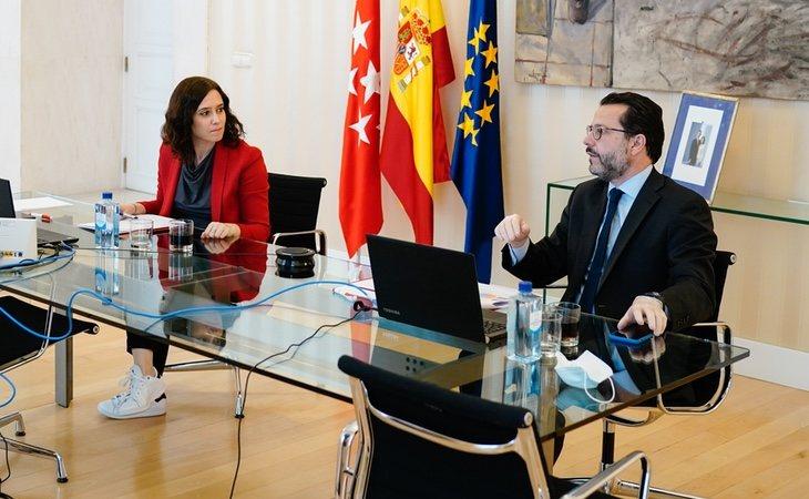 Díaz Ayuso junto a Javier Fernández-Lasquetty, el gran artífice de la privatización sanitaria en la región