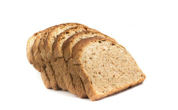 Cualquier presencia de moho en una rebanada de pan de molde, por ejemplo, debería llevarnos a desechar toda la bolsa si queremos evitar exponer nuestra salud
