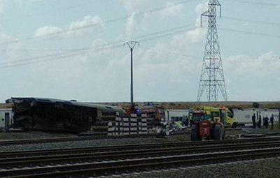 Dos muertos tras colisionar un coche con un tren en Zamora