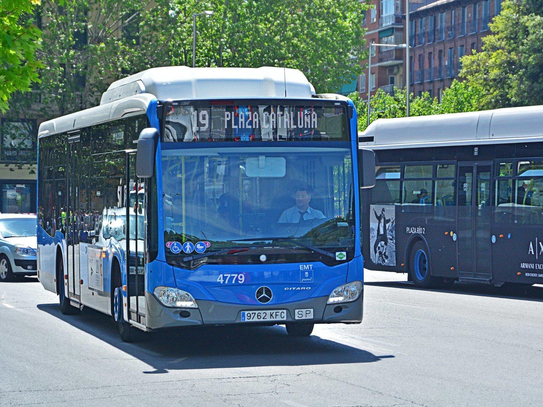 """Increpada en un autobús de Madrid por ir sin mascarilla: """"¡Tengo problemas en los pulmones!"""""""