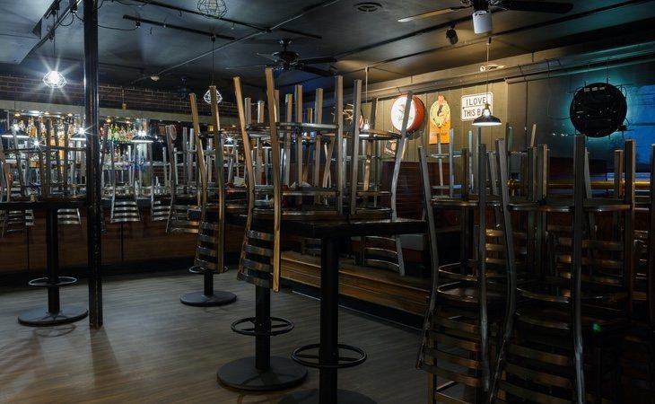 Las discotecas se parecerán a un bar tradicional con espectáculos: sin pista de baile y con sillas y mesas repartidas por todo el local